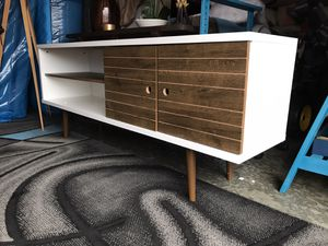 """Nice Modern Style Tv stand 63"""" X 15.3"""" X 25.5""""😍NO Holds-NO Offers-Pick Up Only for Sale in Raleigh, NC"""