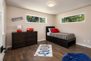 Twin Bedroom Set with double dresser and mirror for Sale in Issaquah, WA
