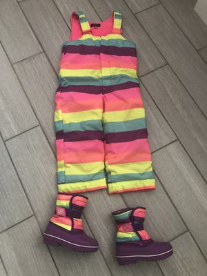 3T girls snow suit and size 8 snow boots for Sale in Cuyahoga Falls, OH