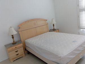Queen size bedroom set for Sale in San Luis Obispo, CA