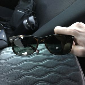 Ray-Bans Justin Classic Bridge Fit Unisex Sunglasses for Sale in Fullerton, CA