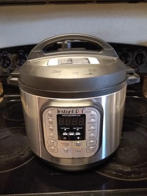 6 Quart Instant Pot Like New for Sale in Goodyear, AZ