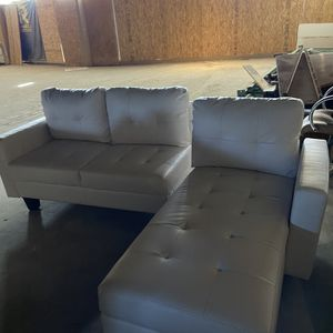 White Leather Sofa (medium Size) for Sale in Tustin, CA