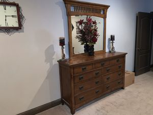 Dresser and Mirror Combo for Sale in Madera, CA