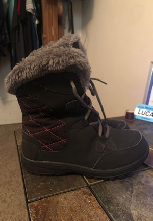 Size 4 kids Columbia winter boots for Sale in Fridley, MN