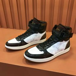 LV Sneaker US Mens Size 13 for Sale in Stone Mountain,  GA
