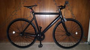 """Black Authentic Feather-Weight 6061 Aluminum """"State"""" Brand Custom Black Label Single Speed Fixie Bike M/L Size 57 In Excellent Condition 10/10. for Sale in ROWLAND HGHTS, CA"""
