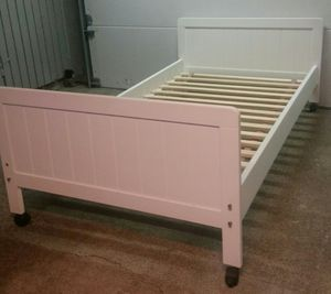 Like New Twin Bed Frame for Sale in Bellevue, WA