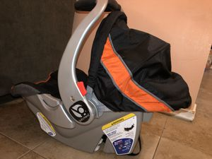 Baby car seat (with base) for Sale in Phoenix, AZ