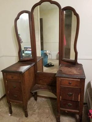 Antique Trifold Mirror Vanity for Sale in Saint Paul, MN