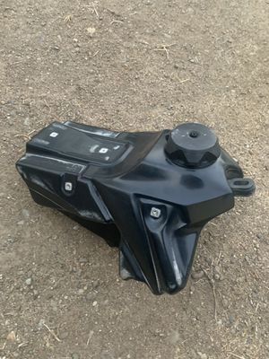Stock 07 crf 450x gas tank for Sale in Villa Park, CA