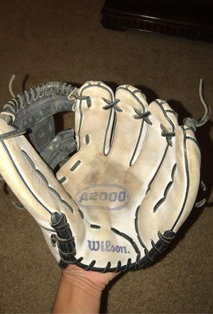 Wilson a2000 baseball/softball glove 11.75in for Sale in Elk Grove, CA