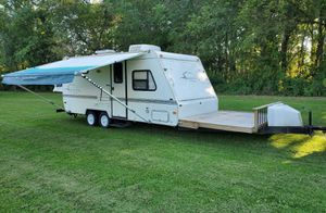 2OOO White Camper for Sale in Eugene, OR
