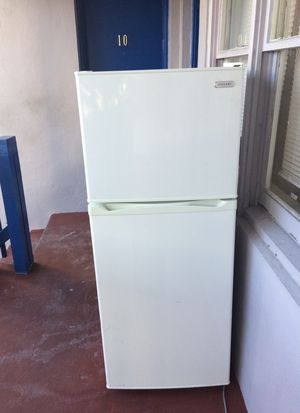 As is vissani fridge and freezer needs to be cleaned but works great for Sale in Miami Beach, FL