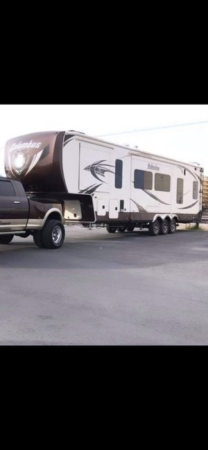 2014 toy hauler 3 slide outs excellent condition for Sale in Valley Center, CA