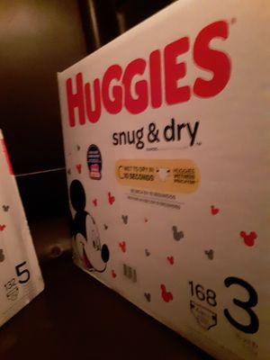 Huggies snug and dry 168ct size 3 35$obo for Sale in Las Vegas, NV