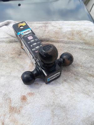 Tri ball hitch 2 and 1/2 inch opening for Sale in Port St. Lucie, FL
