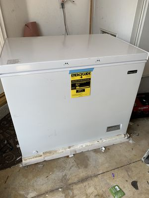 Magic chef- cooler / refrigerator / 9.0 cubic Feet for Sale in Rancho Cucamonga, CA