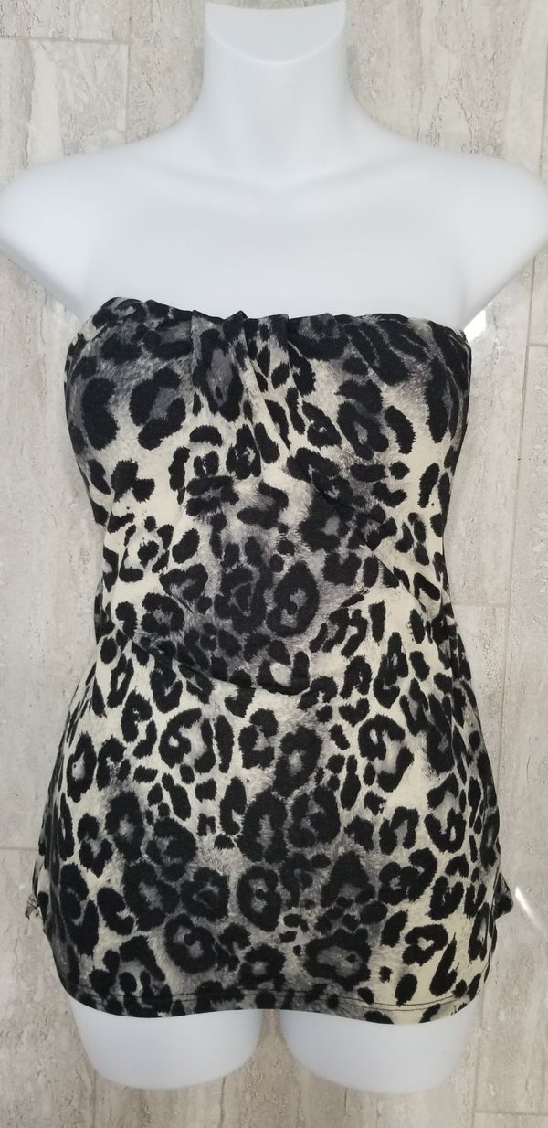 Strapless leopard print tube top never worn size medium large stretchy material.