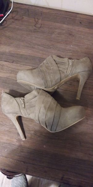 "Brown suade size 8.5 4"" heels for Sale in Akron, OH"