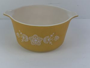 Vintage Pyrex Butterfly Gold 1 QT Round Casserole Baking Dish #473 for Sale in Elgin, IL