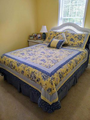 Queen size bed ensemble for Sale in Johnson City, TN