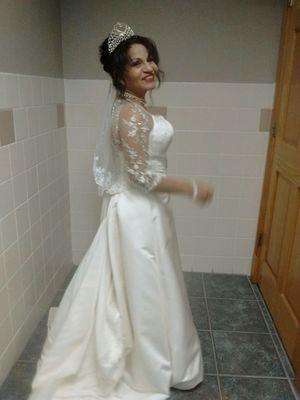 Wedding dress white pearl size 8 Anjolique elegant fit perfectly. Beautiful for Sale in Silsbee, TX
