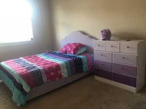 Girls queen purple bed with 9 drawer dresser set for Sale in Puyallup, WA