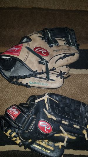 Baseball gloves for 7 to 10 youth for Sale in Baldwin Park, CA