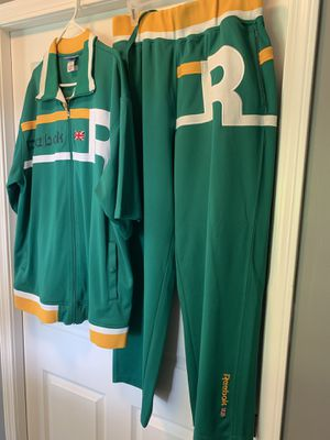 Reebok green suit size xxl for Sale in Cadwell, GA