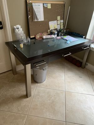 Free Table . Pick up Only . for Sale in Oakland Park, FL