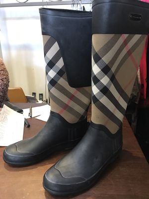 Burberry boots size 37 for Sale in San Francisco, CA