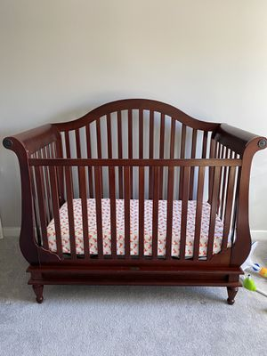 Wendy Bellissimo Convertible Crib, Day Bed, Full Bed Frame for Sale in Jacksonville, NC