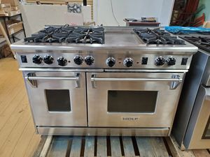 """Wolf R486G 48"""" Gas Range with 6 Open Burners and Griddle for Sale in Los Angeles, CA"""