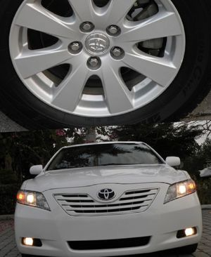 Super clean. 2009 Toyota Camry XLE FWDWheels Automatic. for Sale in Green Bay, WI