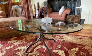 Oval coffee table for Sale in Tinton Falls, NJ