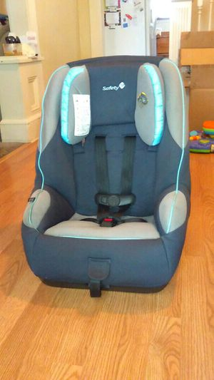 Car seat/booster seat by Safety 1st for Sale in Cleveland, OH