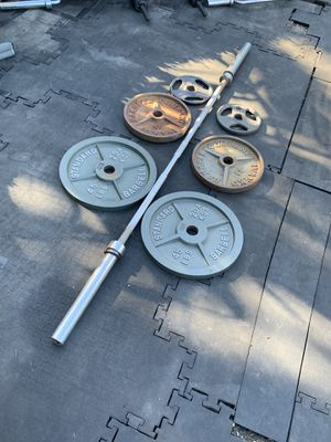 Olympic bar with weight plates for Sale in Corte Madera, CA