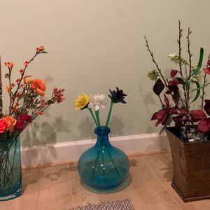 Vases With Silk Flowers for Sale in Burtonsville, MD