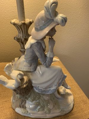 LLADRO large Porcelain Nadal Sitting Lady Figurine - 4 Doves, retired for Sale in Edgewood, WA