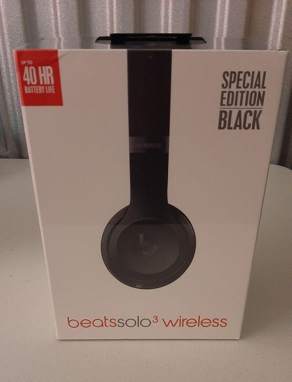 Beats solo 3 wireless headphones- black