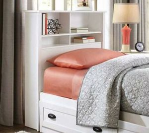 White twin bookcase headboard only for Sale in Fort Worth, TX
