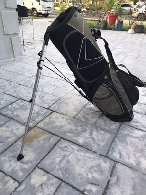 Small Light weight Callaway golf bag some wear at opening See pictures for Sale in Pembroke Pines, FL