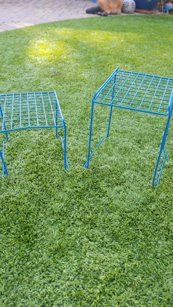 Set of 2 plant holders