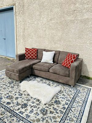 Beautiful Brown Sectional, couch for Sale in Las Vegas, NV