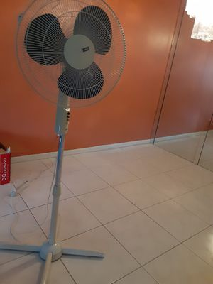 Oscillating Stand Fan for Sale in Lauderhill, FL