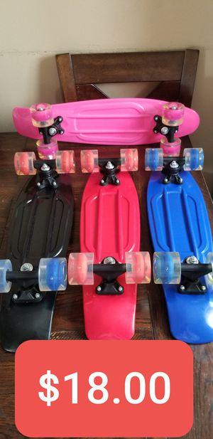 New Kids Plastic Skateboard 22in with Light up wheels , Patinetas Nuevas de Plastico para niños de 22in con luces en las ruedas, Penny Skateboard for Sale in South Gate, CA