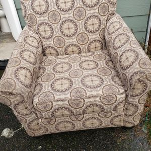 Accent Chair In Great Condition for Sale in Aberdeen, WA