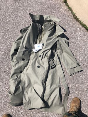 Men's all weather coat for Sale in Fort Leonard Wood, MO