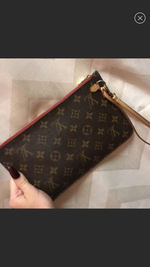 Louis Vuitton wristlet for Sale in Pittsburgh, PA